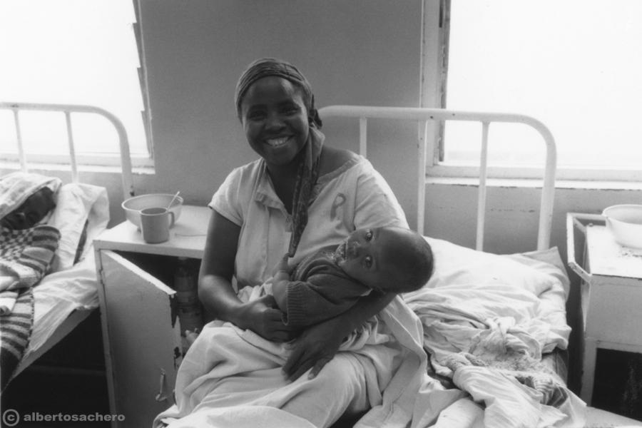 12.ospedale-kenya-mamma-e-figlio