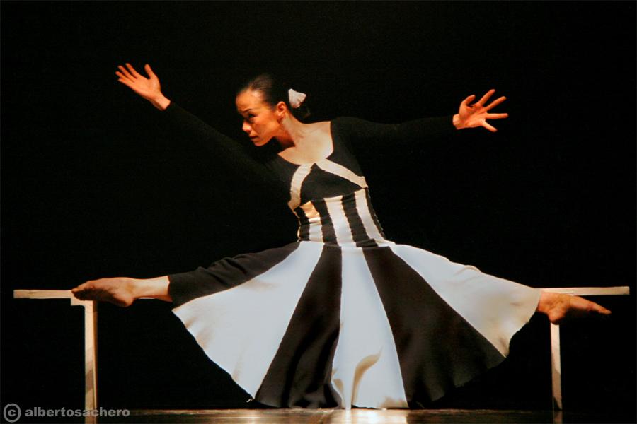17.CHINA-DANCE