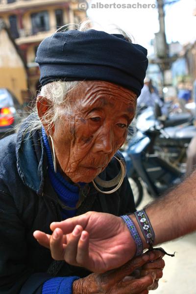 18.Vietnam-donna-hmong