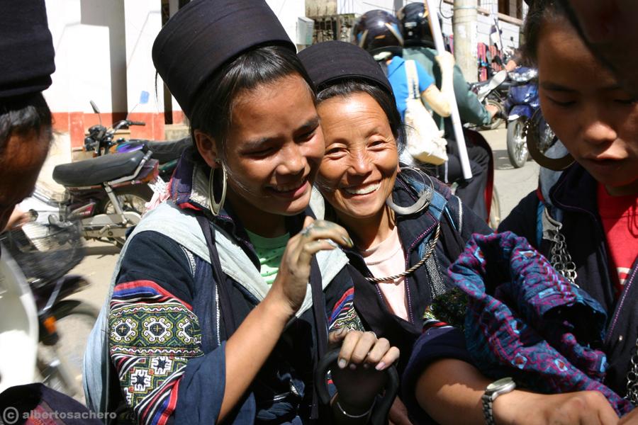 19.Vietnam-ragazze-hmong