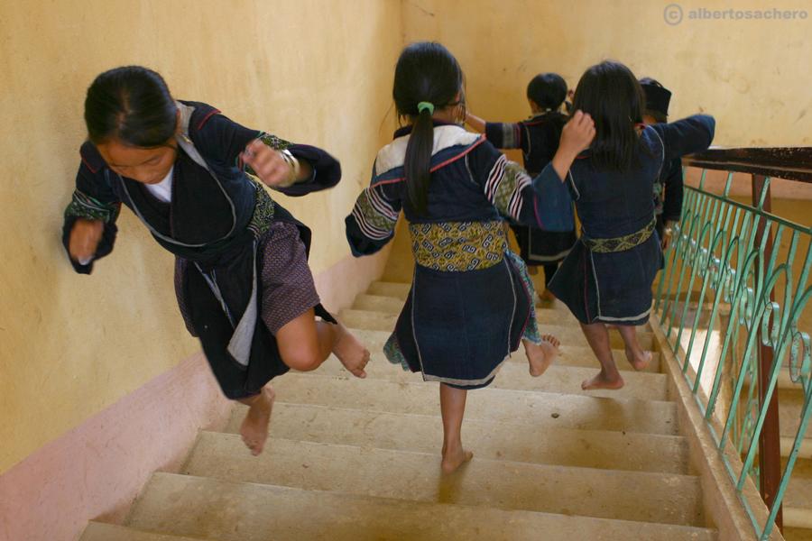 21.Vietnam-bimbe-hmong-giocano1