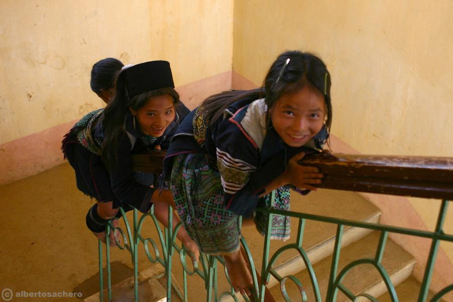 22.Vietnam-bimbe-hmong-giocano2