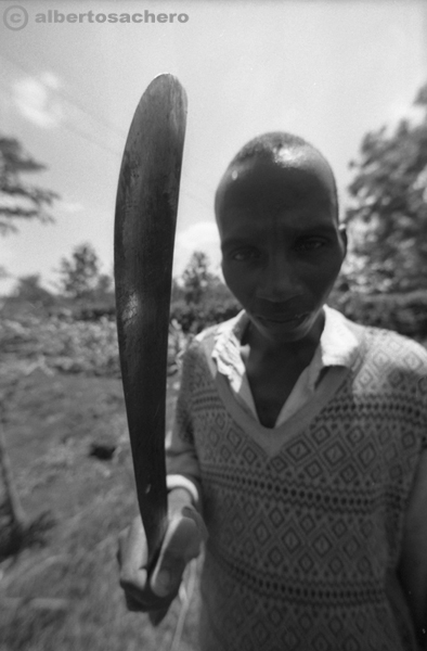 23.uomo-kenya-macete