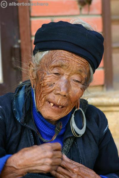 27.Vietnam-nonna-hmong